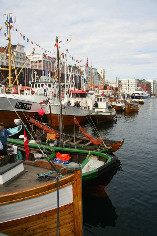 Det gjerast eit stort arbeid med å legge opp hamneplan slik båtane får plass