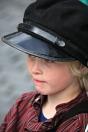 Sigvald har fått låne seg ein litt stor hatt, men kasjettlue høyrer til Torgdagen