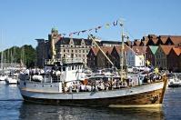 Glade folk på veg til Torgdagen