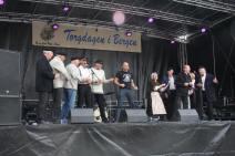 Haakon Vatle fortalte om neste års Hansadager, som fell saman med Torgdagen. Han fekk alle med seg i ein avsluttande shanty