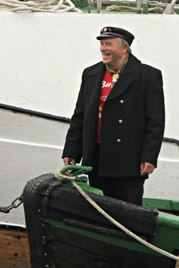 Losjakke og kasjetthue er passande antrekk på Torgdagen
