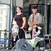 Flotte familie kledd for Torgdagen