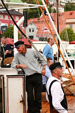 Kystfolk i båtene sine