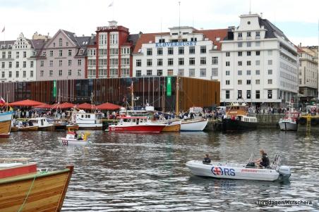 Redningsselskapet var på plass både med Eliasbåten, og ein litt større