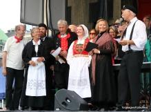 Velkommen til den 40. Torgdagen i Bergen. Styret vert presentert og alle syng Johannes Kleppevik sin Torgsangen