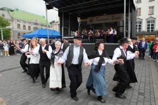 Torgdagen betyr også dans og toradarspel