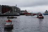 Redningsselskapet var på plass, ikkje berre med Elisabåten, også med ein større båt.
