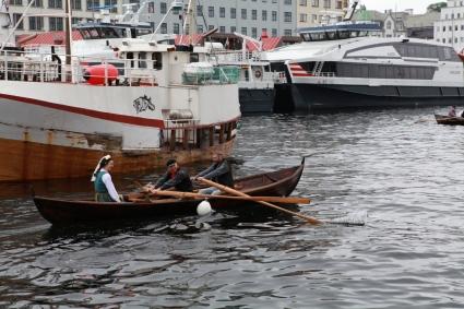Reine brudefølget, konkurrentane har med passasjer. Foto Espen Kutschera