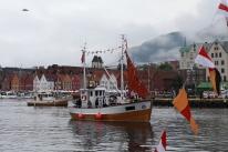 Fleire flotte, festpynta båtar